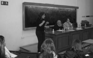 Antonio Gascón, durante la lectura de esta conferencia (a su izquierda el organizador de las Jornadas, el Prof. Juan Pablo Mora)