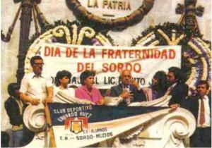 Don Ignacio Sierra, en la Ciudad de México, en una celebración del año 1974, con sus hijas como intérpretes